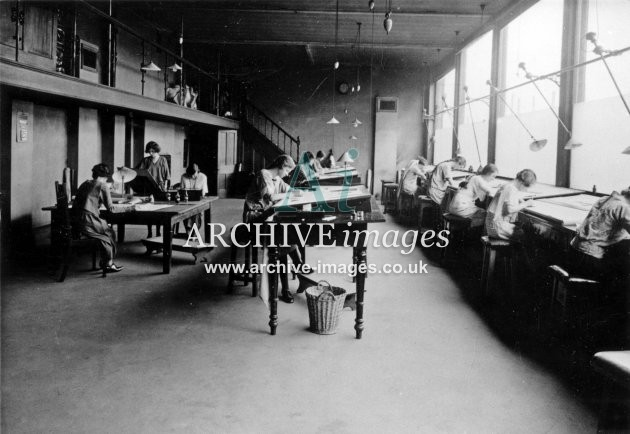 Gloucester RC&W Co Ltd 1924, Drawing Office, women
