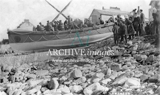 Swanage lifeboat & crew c1910