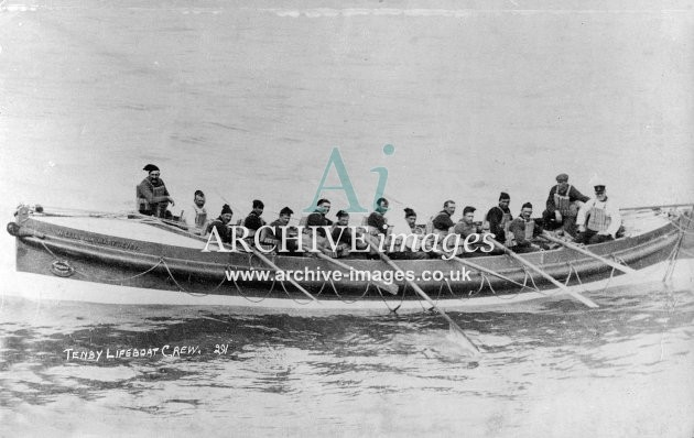 Tenby lifeboat William and Mary Devey & crew c1910