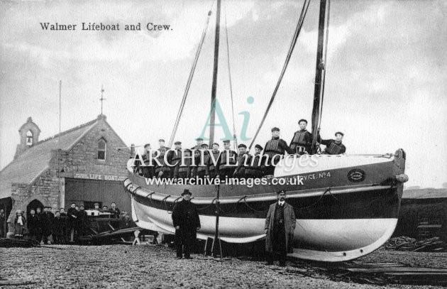 Walmer lifeboat Civil Service No. 4 & crew c1908
