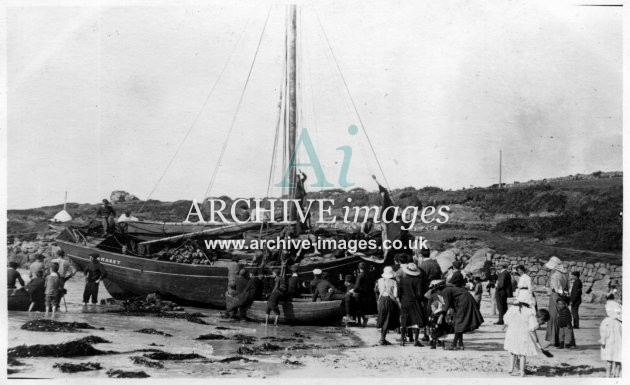 Scilly Isles French crabber Camaret ashore 1911-2 St Marys CMc