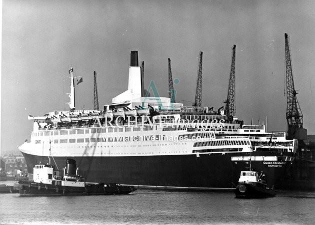 Cunard RMS Queen Elizabeth 2 Southampton 1969 CMc