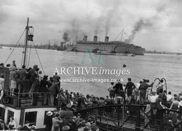 Cunard RMS Queen Mary maiden postwar arrival to Southampton 1945 from Hythe Pier CMc