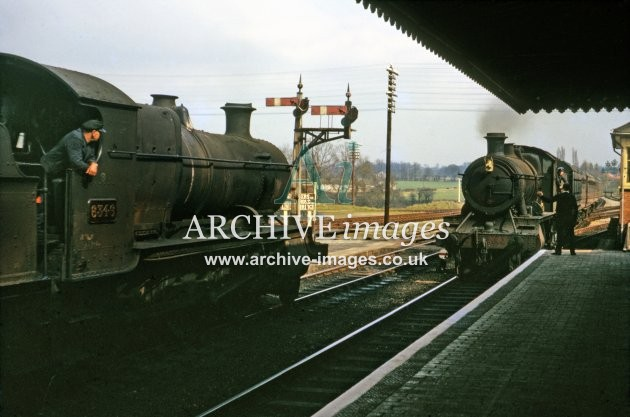 Ross on Wye station No 6346 crossing 4.64